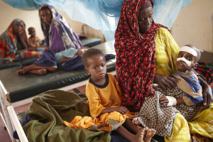 1024px-Oxfam_East_Africa_-_Luli_looks_after_her_severely_malnourished_child_Aden